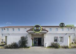 B&b Hôtel Chatellerault - Châtellerault - Building