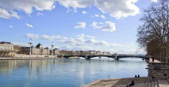 里昂中心撒克斯拉斐爾美居酒店 - 里昂 - 里昂 - 室外景