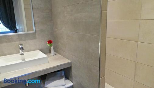 Hotel Le Relais Du Postillon - Antibes - Bathroom