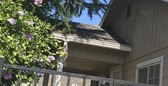 Whole Family - Wholeville - Sacramento - Outdoor view