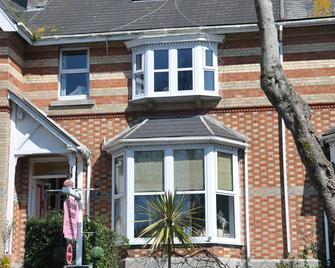 Torwood House - Пензенс - Здание