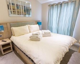 Lady's Mile Holiday Park - Dawlish - Bedroom
