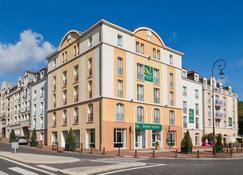 Quality Suites Maisons-Laffitte Paris Ouest - Maisons-Laffitte - Building