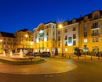 Quality Suites Maisons-Laffitte Paris Ouest - Maisons-Laffitte - Budova
