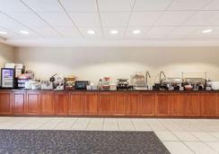 Wingate by Wyndham Charlotte Speedway/Concord - Concord - Buffet