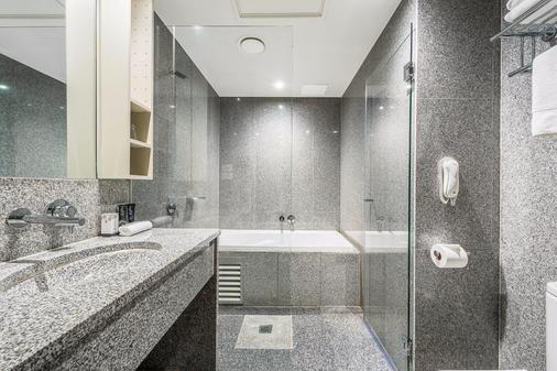 Mantra Tullamarine - Tullamarine - Bathroom