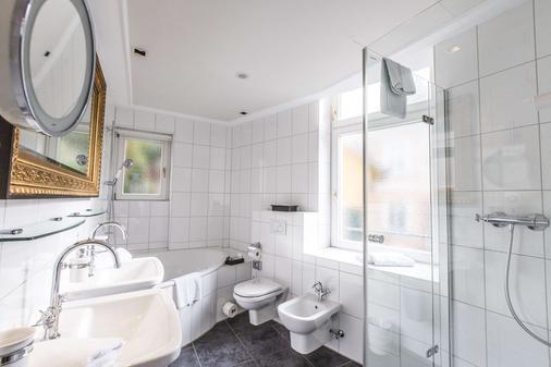 Heliopark Bad Hotel Zum Hirsch - Baden-Baden - Bathroom