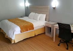 Days Inn & Suites by Wyndham Williamsburg Colonial - Williamsburg - Makuuhuone
