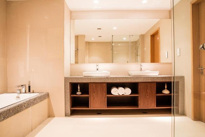 Oakwood Residence Kapil Hyderabad - Hyderabad - Bathroom