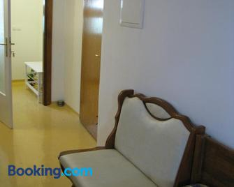 Apartma Juha - - Vrhnika - Wohnzimmer