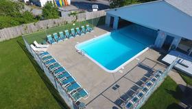Hunters Green - Cape Cod. - West Yarmouth - Pool