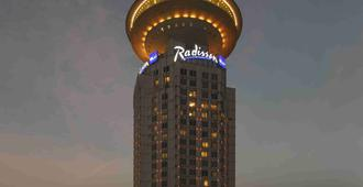 Radisson Blu Hotel Shanghai New World - Shanghai - Outdoor view