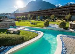 Hotel Des Bains De Saillon - Saillon - Piscina