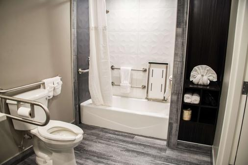 SureStay Plus by Best Western Santa Clara Silicon Valley - Santa Clara - Bathroom