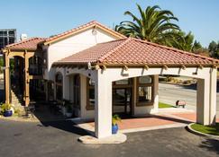 SureStay Plus by Best Western Santa Clara Silicon Valley - Santa Clara - Building