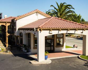 SureStay Plus by Best Western Santa Clara Silicon Valley - Санта-Клара - Building