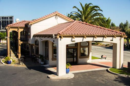 SureStay Plus by Best Western Santa Clara Silicon Valley - Santa Clara - Building