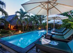 TS Hut Lembongan - Nusa Penida - Bể bơi