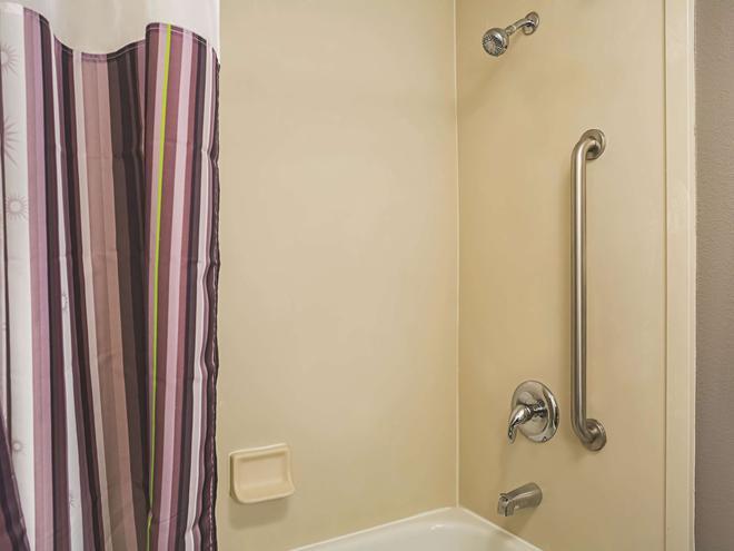 La Quinta Inn Fresno Yosemite - Fresno - Phòng tắm