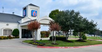 Motel 6 West Plano - Frisco, TX - Plano - Building