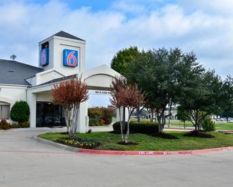 Motel 6 West Plano - Frisco, TX - Plano - Building