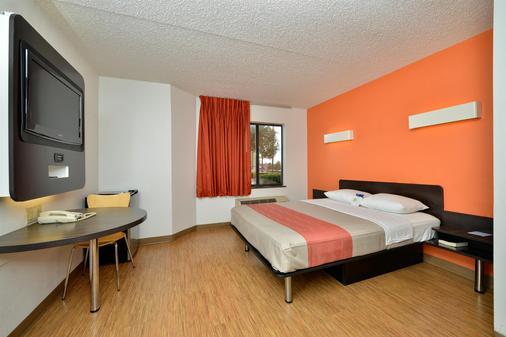 Motel 6 Plano - Preston Point - Plano - Bedroom