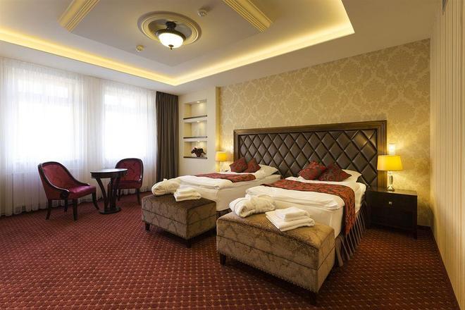 卡羅維瓦那酒店 - 卡羅維瓦立 - 卡羅維發利 - 臥室
