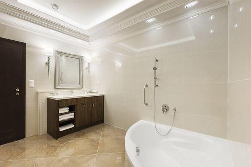 Hotel Dvorana - Carlsbad - Bathroom