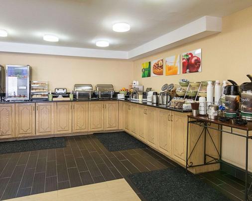 Quality Inn Richmond Airport - Sandston - Buffet