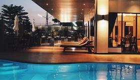 Golden Foyer Suvarnabhumi Airport Hotel - Bangkok - Piscina