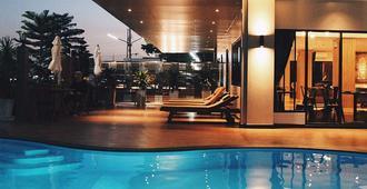Golden Foyer Suvarnabhumi Airport Hotel - בנגקוק - בריכה