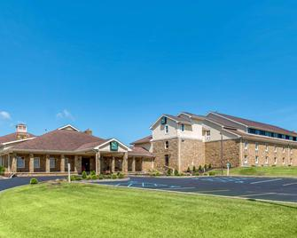Quality Inn and Suites Bedford West - Bedford - Building