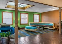 Quality Inn and Suites Bedford West - Bedford - Lobby
