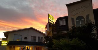 Courtesy Court Motel - Nelson - Building