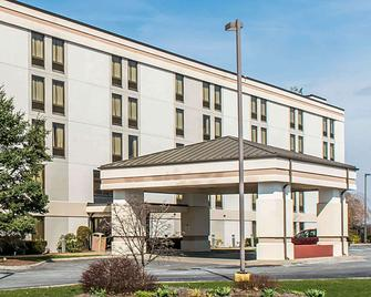 Quality Inn & Suites - Johnstown - Gebouw