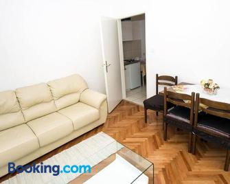 Apartments by the sea Omis - 8334 - Omiš - Living room