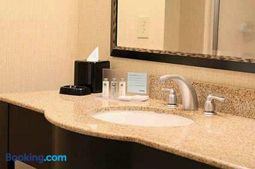 Hampton Inn North Brunswick/New Brunswick, NJ - North Brunswick - Bathroom