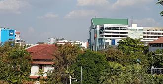 AV Hotel - Vientiane - Outdoor view