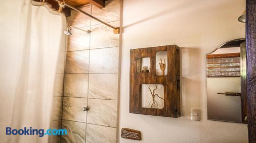 Vibra Guesthouse - Popoyo - Bathroom