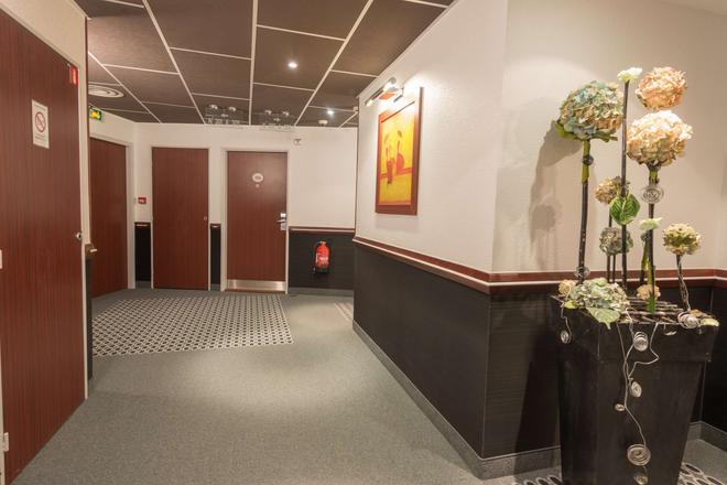 Kyriad Limoges Centre - Gare - Atrium - Limoges - Hallway