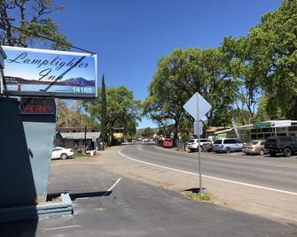 Lamplighter Motel - Clearlake - Outdoors view