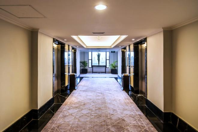 Royal Kuningan Hotel - South Jakarta - Hallway