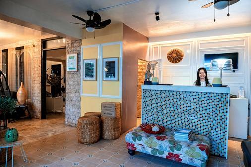 Island's Leisure Boutique Hotel Wellness Spa - Dumaguete City - Front desk
