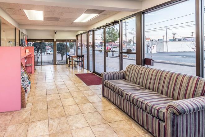 Motel 6 Arlington -Tx - Uta - Arlington - Lobby