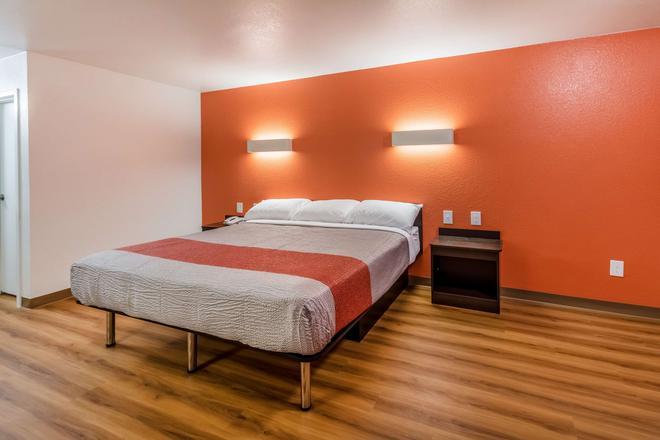 Motel 6, Arlington,tx - Uta - Arlington - Bedroom