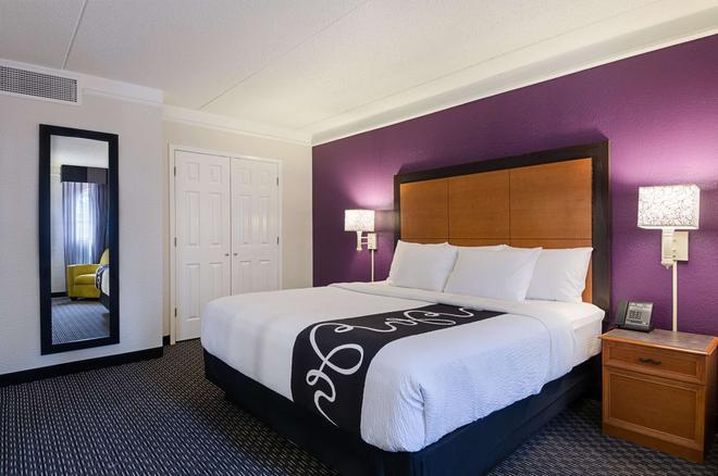 La Quinta Inn & Suites by Wyndham Miami Airport East - Miami - Bedroom