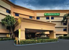 La Quinta Inn & Suites by Wyndham Miami Airport East - Mai-a-mi - Toà nhà