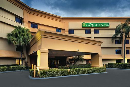 La Quinta Inn & Suites by Wyndham Miami Airport East - Μαϊάμι - Κτίριο