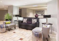 La Quinta Inn & Suites by Wyndham Miami Airport East - Miami - Living room
