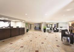 La Quinta Inn & Suites by Wyndham Miami Airport East - Miami - Lobby
